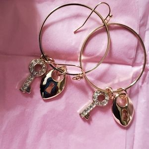 """🌹NEW Mary Kay """"You Hold the Key"""" Earrings Septemb"""